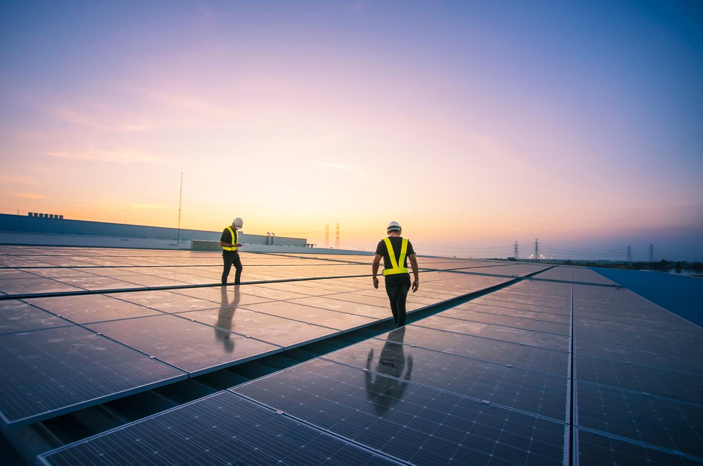 operai-tetto-fotovoltaico
